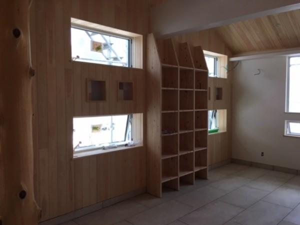 1階カフェ本棚